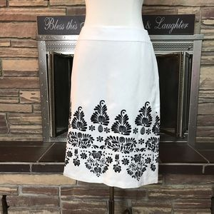 White & black embroidery skirt Ann Taylor Loft 0P